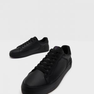 Bershka trainers with topstitching detail 2452/560